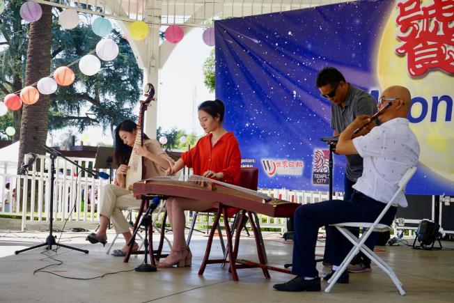 饕中秋民樂表演展現中華傳統文化。(記者陳開/攝影)