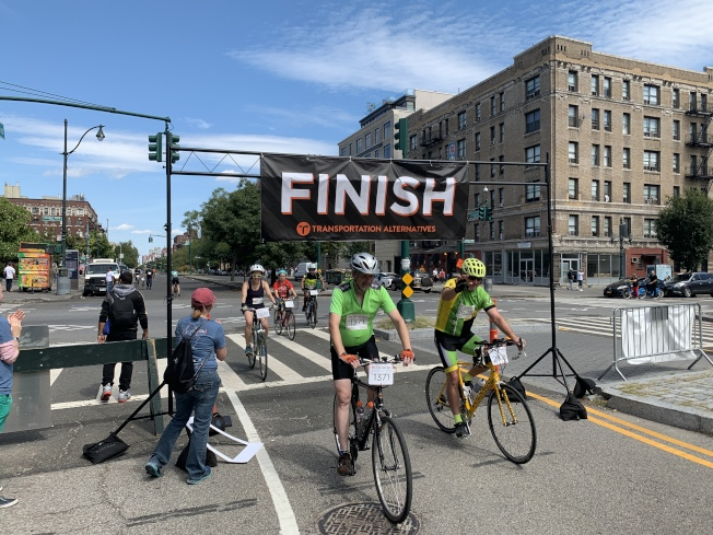 最後一屆「紐約市世紀單車遊」8日登場,來自紐約市及周邊的超過3000名單車騎士參加活動。(記者和釗宇/攝影)