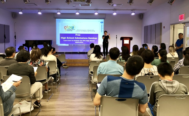 「高中錄取研討會」吸引眾多學生和家長參加。(家長朱蕾/攝影)
