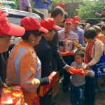 華埠花牌大遊行 千盒月餅送社區