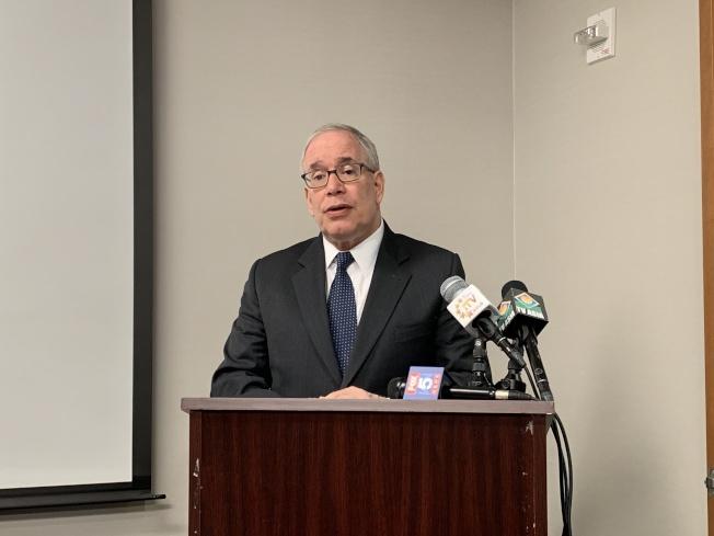 斯靜格日前致信市長白思豪,呼籲市府採取具體措施改革風險應急預案。(記者和釗宇╱攝影)