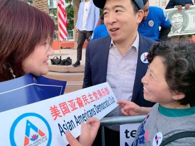 楊安澤參加橙縣民主黨總統選舉論壇。(「楊幫」粉絲提供)