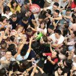 馬雲最後上班日回杭州  如明星般被熱情包圍