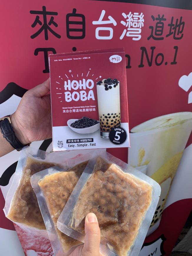 來自台灣道地的HOHO BOBA買氣十足。(記者高梓原/攝影)