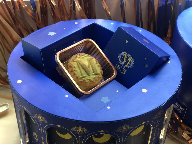 Lady M的「追月映畫」中秋禮盒。(記者張晨/攝影)