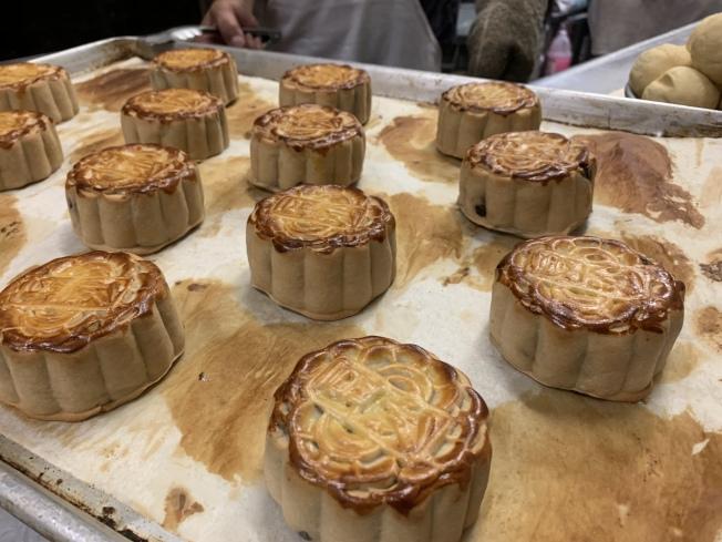 傳統的廣式月餅是市場主力。(記者賴蕙榆/攝影)