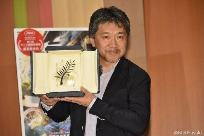 是枝裕和去年曾以《小偷家族》拿下坎城金棕櫚獎。(取材自微博)