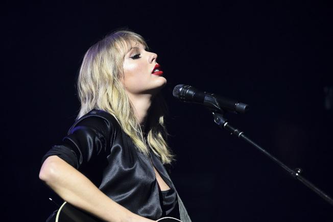 泰勒絲日前推出她的全新專輯「LOVER/情人」。圖/環球音樂提供