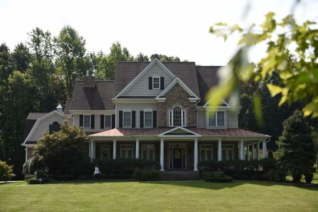 圖為工商日報在報導中刊登據稱是史莫倫科夫一家在美國維吉尼亞州所住宅邸的照片。Getty Images