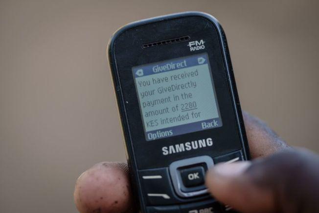 陽春手機能打電話,也能傳送簡訊,某些消費者覺得已經夠用。 (Getty Images)
