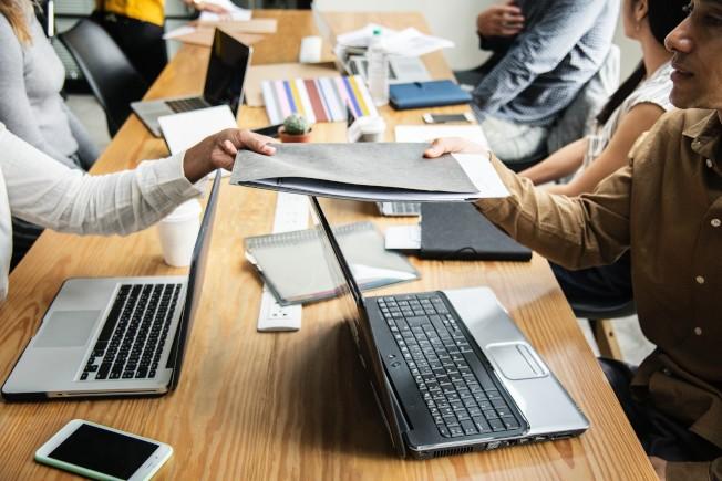 隨著科技發展,未來十年許多辦公室行政工作將被自動化取代。(pexels)
