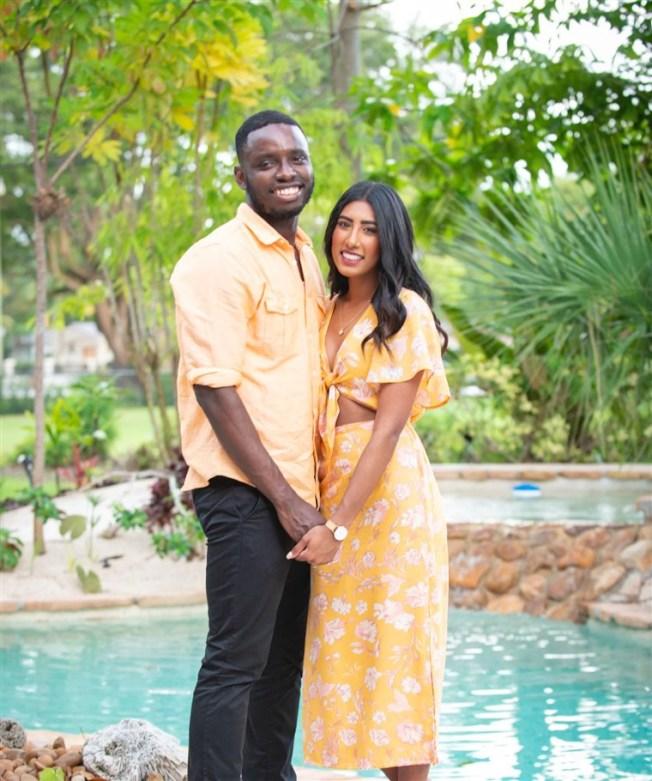 維吉尼亞州的結婚申請因為列舉200多個有爭議的種族標識,而受到七人提訴控告。圖為提出訴訟的其中一對情侶薩佛(左)與艾施莉.藍吉順。 (NBC新聞電視台截圖)