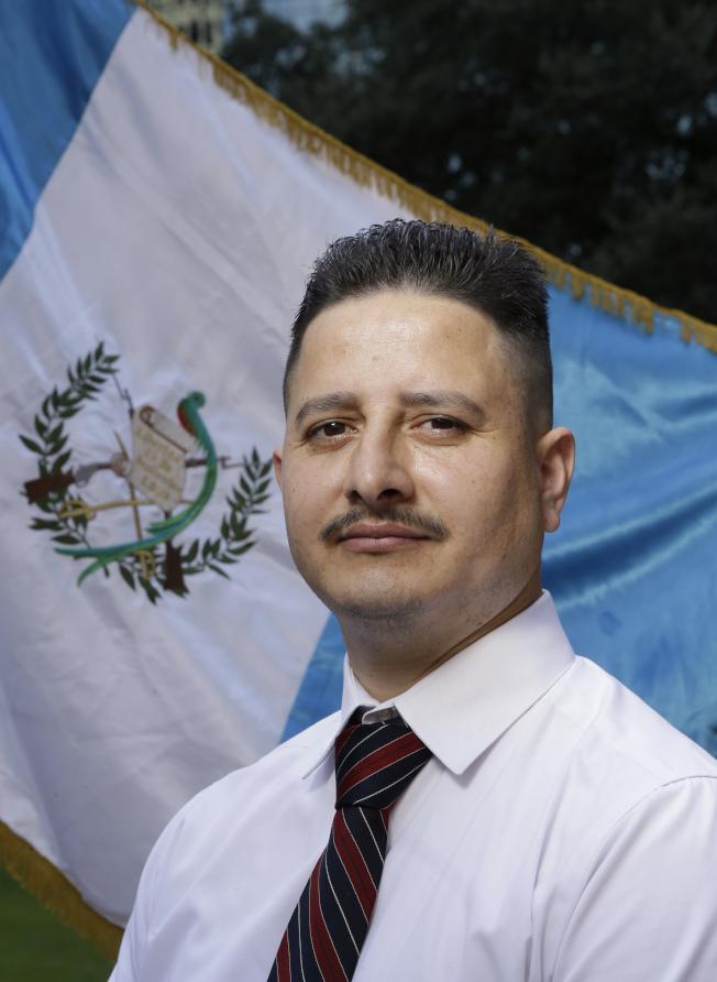 40歲的休士頓瓜地馬拉社區著名倡議人士羅蘭.格拉瑪霍,5日在住家附近被捕,面臨遣返。(美聯社)