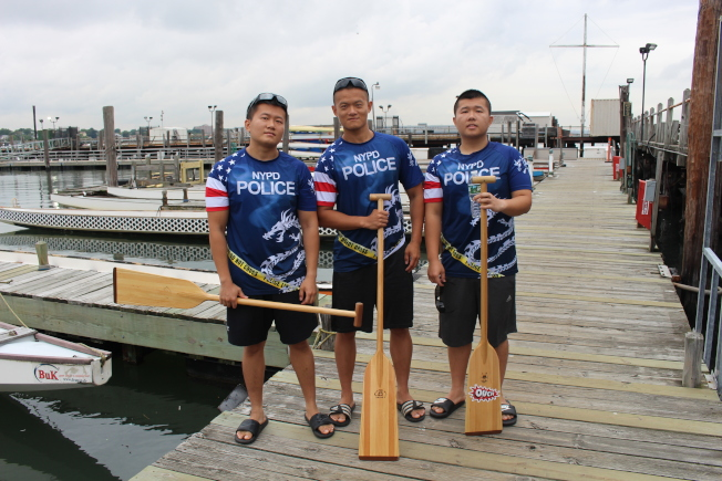 來自福建三溪龍舟之鄉的潘熙(左起)、潘鎂與潘亮是市警龍舟隊的主力。(記者張晨/攝影)