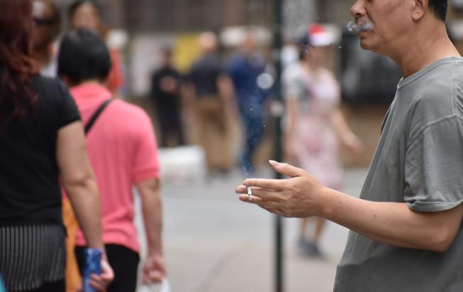 吸菸者除了容易罹患肺癌、口腔癌、咽喉癌外,其他包括心臟病、中風、肺和呼吸道問題等,也都容易因為吸菸引發。(記者顏嘉瑩/攝影)