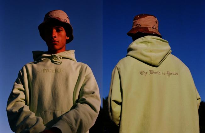 紐約潮牌Awake螢光綠帽衫。(Awake)