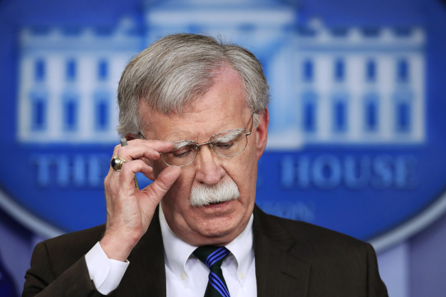 川普總統宣布開除國家安全顧問波頓,但波頓說是他先提辭呈。圖為波頓在白宮出席記者會的資料照片。(美聯社)