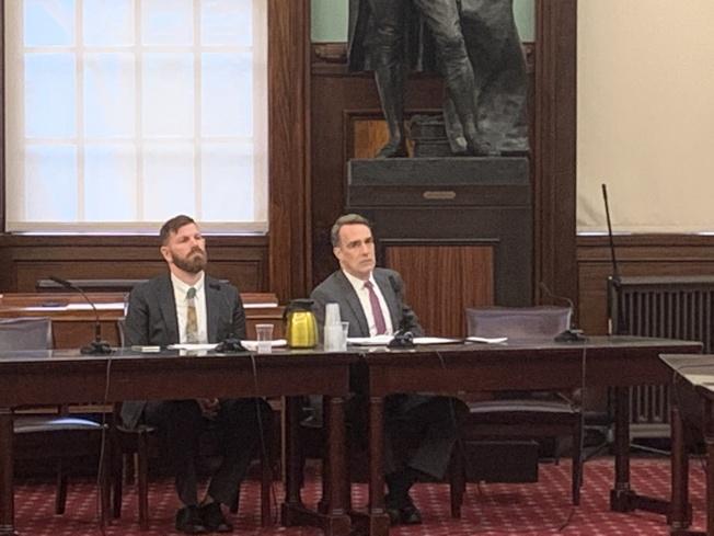 TLC代理局長海岑(右)表示,此前該機構永久停發網約車牌照的決定料對現有網約車司機影響不大。(記者和釗宇/攝影)