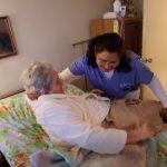 家庭看護需求飆高 卻是全美最低薪