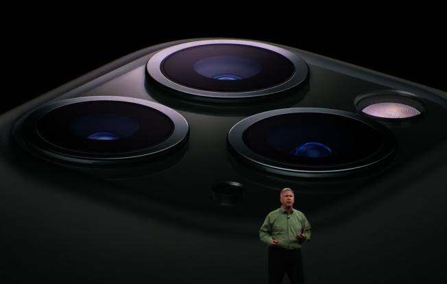 蘋果今年同樣推出三款新手機,其中iPhone 11 Pro和iPhone 11 Pro Max相機廣角功能最為吸睛。(截圖自Apple Youtube)