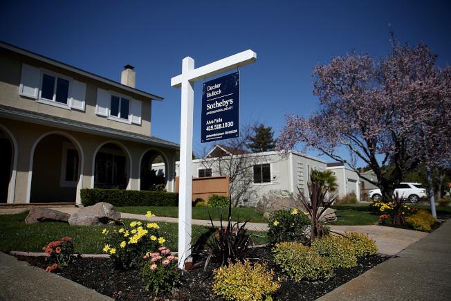 灣區房價雖有所下滑,成交價高於定價仍是常態。(Getty Images)