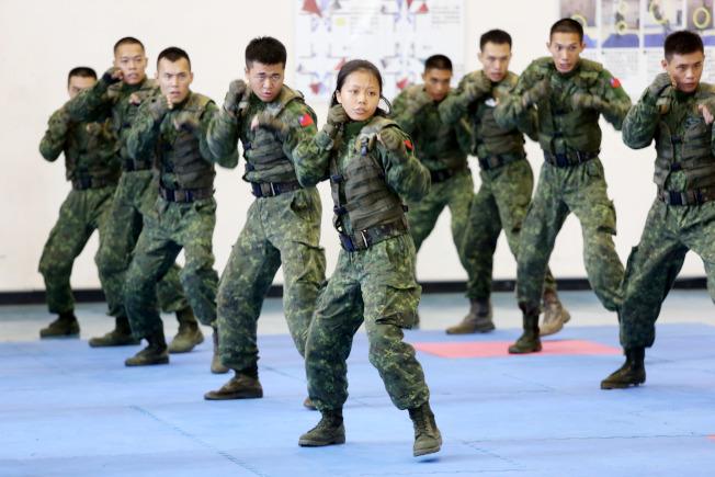 蔡英文總統10日到桃園市武漢營區視導特戰官兵戰技。(記者邱德祥/攝影)