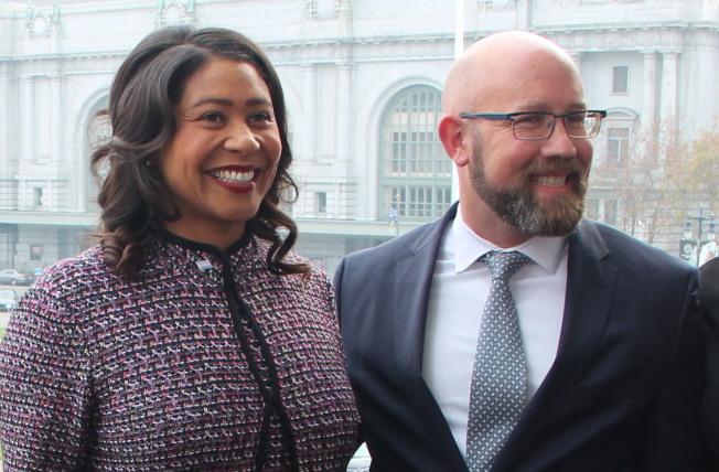 市長布里德,市議員孟達文與衛生局官員公佈2018年的全市愛滋病新增案例,創下新低。(記者李晗/攝影)