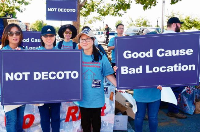 「Better North Fremont」組織反對在Decoto建遊民中心。(記者梁雨辰╱攝影)