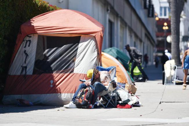 川普派官員了解加州遊民問題,傳有意掃蕩。(Getty Images)