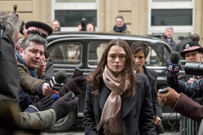 綺拉奈特莉在新片「瞞天機密」扮演出身台灣的英國女生。(圖:采昌提供)