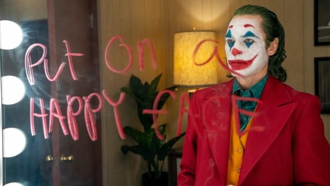 「小丑」起源故事剖析了很多精神病患者成為社會隱患的主因。(圖:華納公司提供)