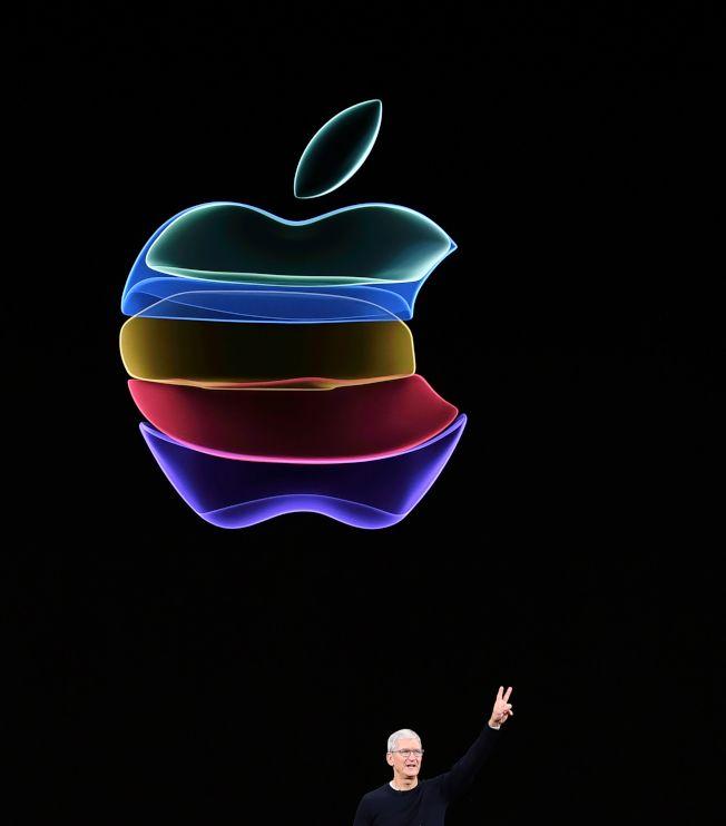 蘋果公司執行長庫克10日主持年度大秀,介紹蘋果新產品。(Getty Images)
