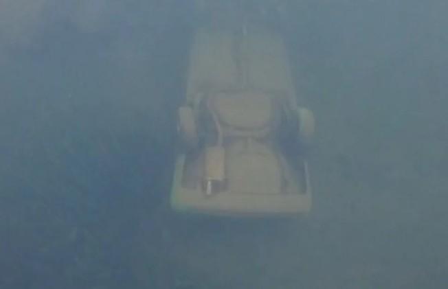13歲男童韋卡倫直接跳入水中並用GoPro將沉在湖底的車輛錄下,這舉動成為警方破案的最大主因。(翻攝自加拿大皇家騎警)
