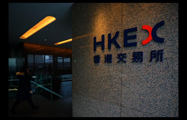 香港交易所今日宣布,將以20.45英鎊現金及2.495股新發行港交所股份,換取1股倫交所股票,以促使兩家公司合併。中通社