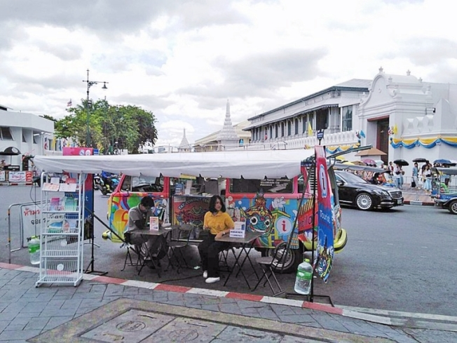 9月份「泰國觀光局移動式旅遊諮詢服務車」將停靠札都甲週末市場和臥佛寺。圖/泰國觀光局提供