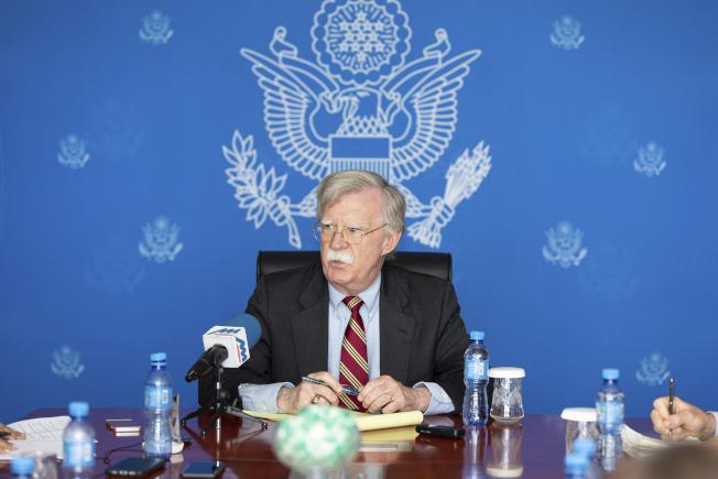 川普與金正恩在板門店會晤的同時,波頓被派去蒙古訪問。美聯社