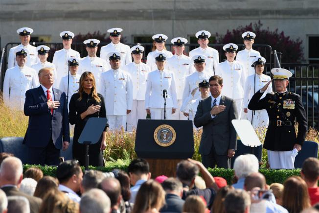 川普總統與第一夫人梅蘭妮亞出席五角大廈舉辦的911紀念活動。中新社