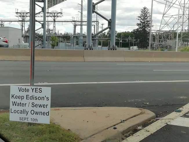 愛市居民投票拒絕供水及排污私有化。(記者謝哲澍/攝影)