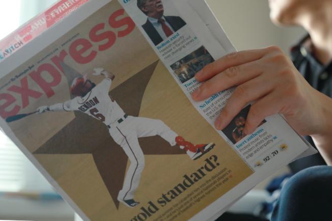 陪伴大華府地鐵通勤族16年的免費報紙「快報」,周四之後停刊。(記者羅曉媛╱攝影)