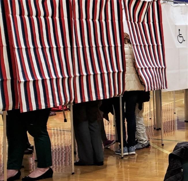 據薩福克大學所做的最新民調,尚未宣布參選聯邦參議員的甘迺迪三世民調已領先現任的資深議員馬基。(記者唐嘉麗/攝影)