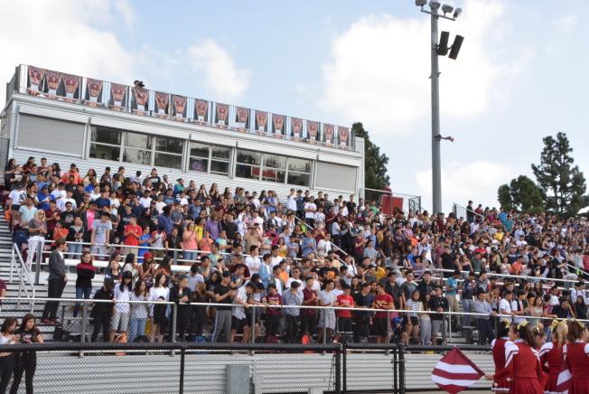 亞凱迪亞高中4000師生盛大紀念九一一事件。(記者丁曙/攝影)