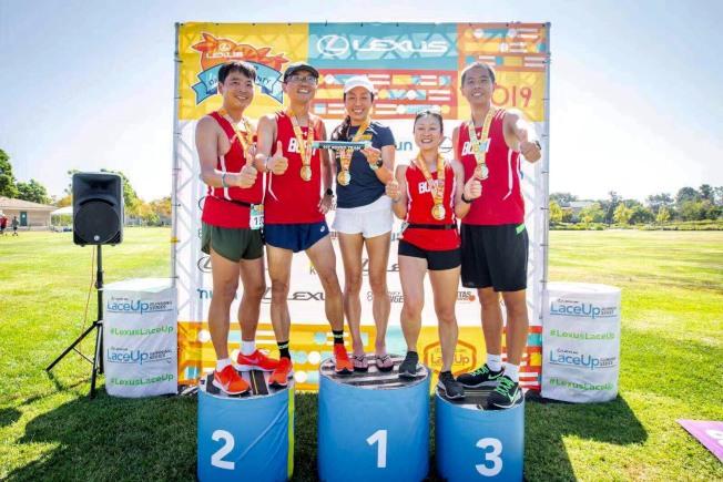 橙縣華人長跑隊獲2019年「凌志杯」混合組獲冠軍。(受訪者提供)