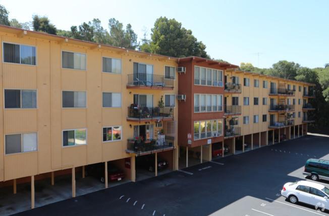 東灣海沃市可負擔公寓Leisure Terrace部分租客因收入高於標準被逼遷。(取材自房地產網站)