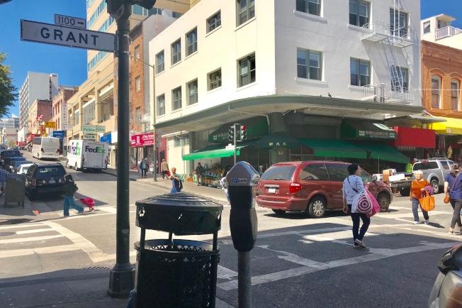38--華埠柏思域街及都板街又發生搶劫案,一名年長華婦被劫。(記者李秀蘭╱攝影)