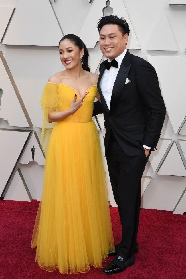 36--「瘋狂亞洲富豪」導演朱浩偉(右)聲援女編劇愛黛兒‧林。(Getty Images)
