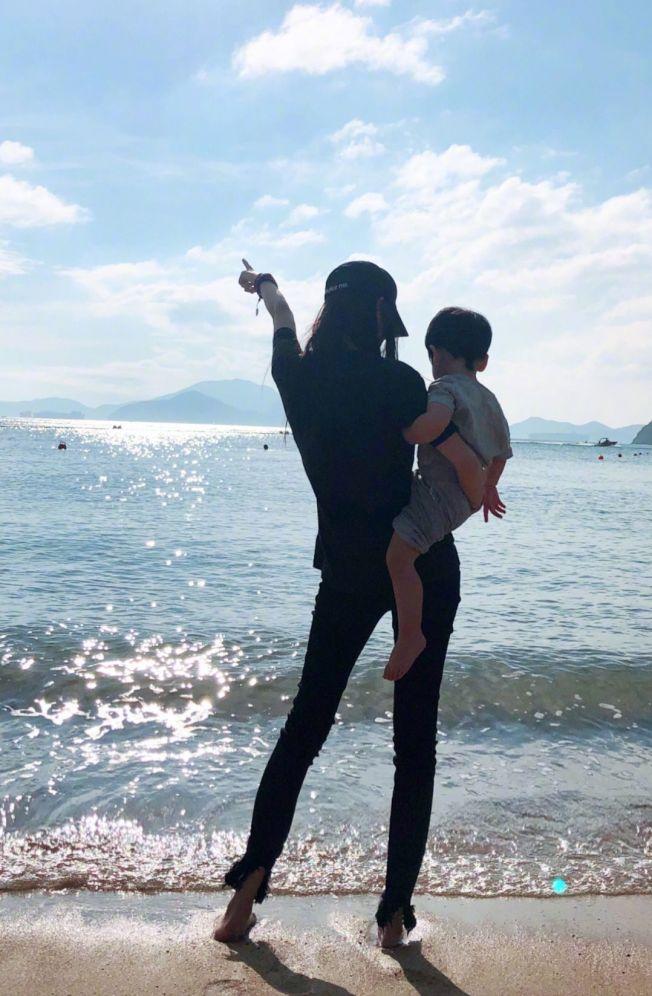 Angelababy大聊照顧兒子「小海綿」的日常。(取材自微博)