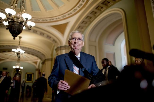 共和黨國會參院領袖麥康諾說,川普團隊沒有人比波頓更了解外交。(美聯社)