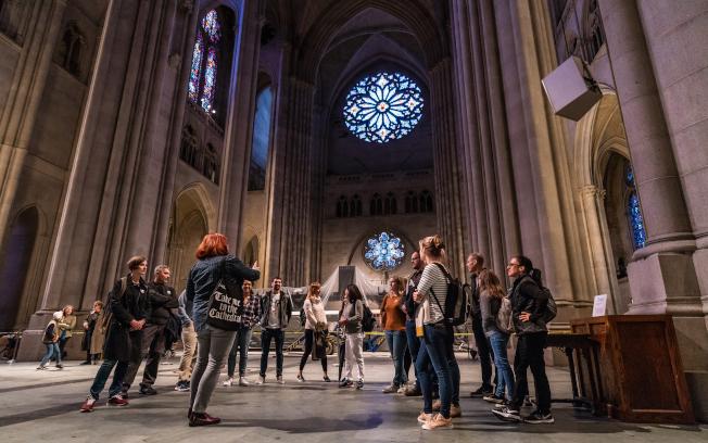 「紐約建築開放周」有250多處全市不同時期、風格各異的建築與民眾見面。圖為St. John Vertical Tour。(Michael Lee攝影)