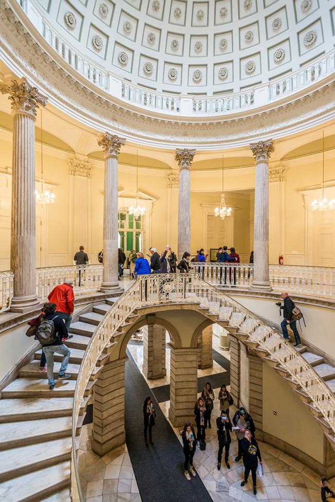 「紐約建築開放周」已成紐約市的年度盛事。圖為City Hall內部的樓梯。(Vincent Chih Chieh Chin攝影)