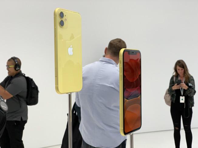 蘋果公司(Apple)10日發表iPhone 11、iPhone 11 Pro、iPhone 11 Pro Max三款新手機,圖為搭載雙鏡頭相機的iPhone 11。(中央社)